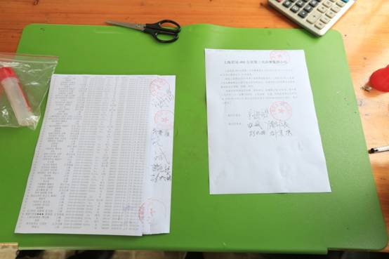 10、裁判员在集鸽单和集鸽小结上签字盖章。.JPG